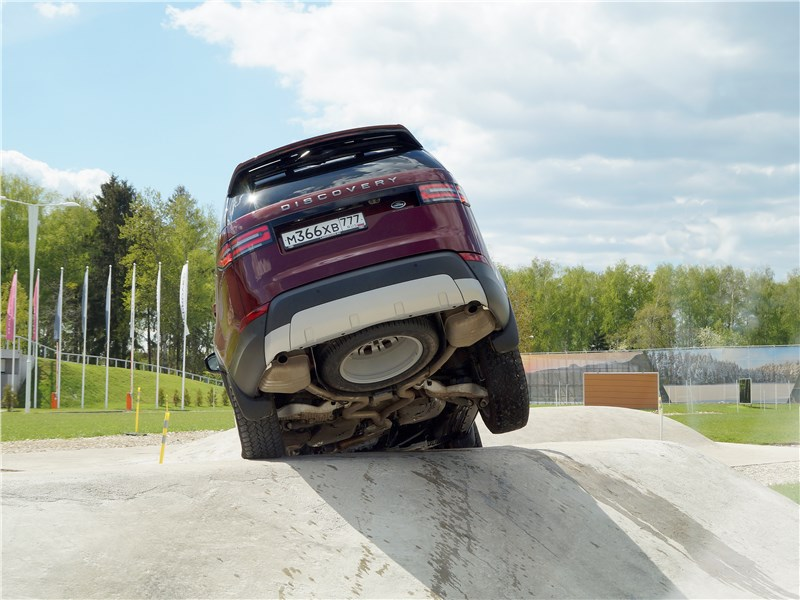 Land Rover Discovery 2017 на бруствере