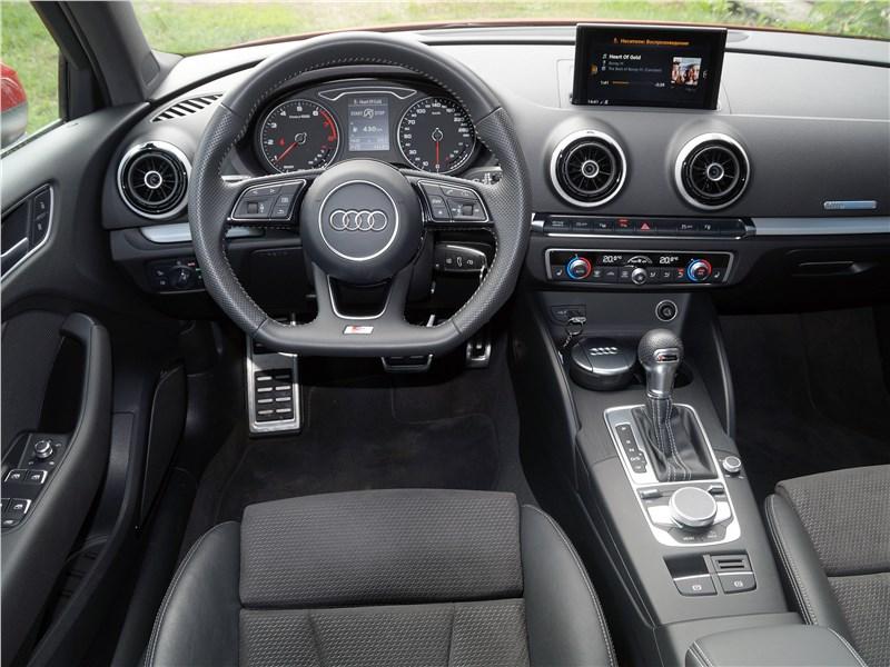 Audi A3 Sedan 2017 водительское место