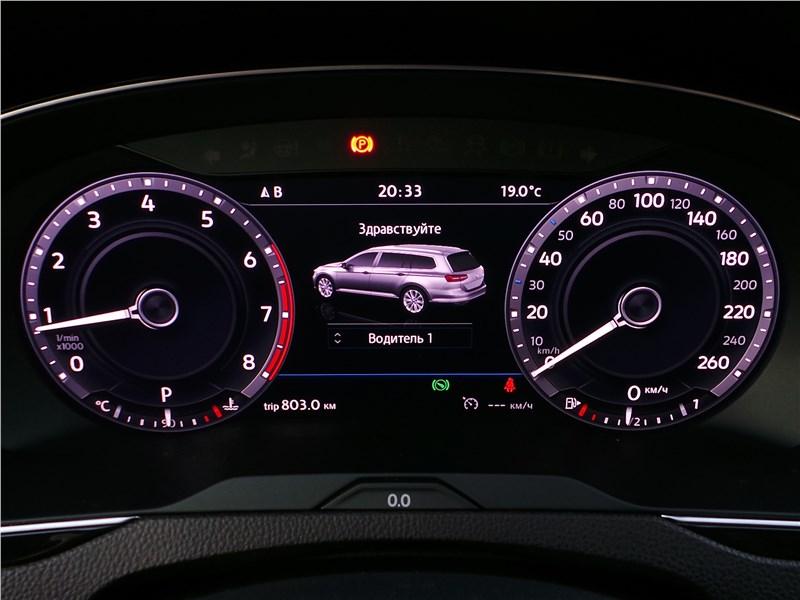 Volkswagen Passat Alltrack 2016 приборная панель