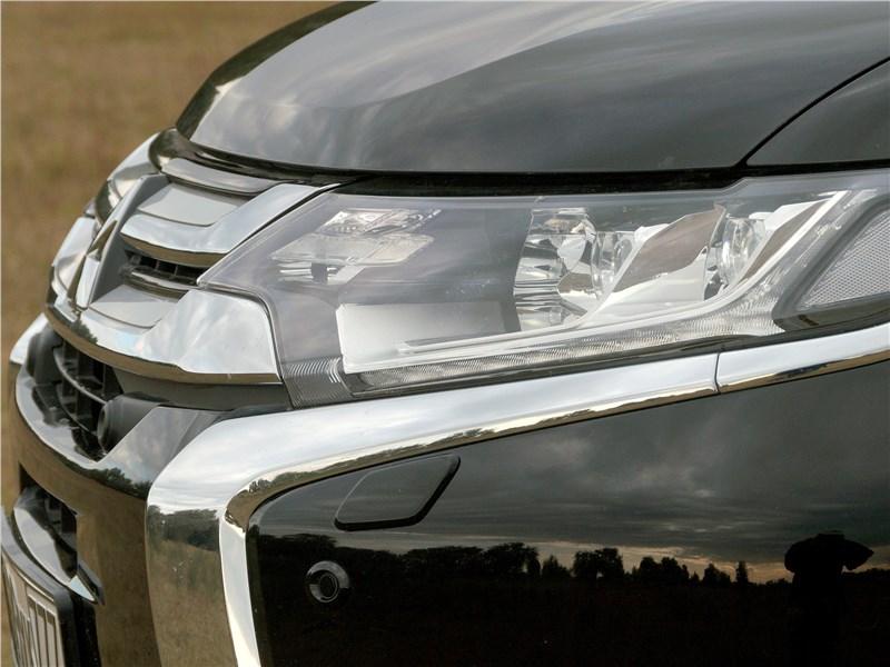 Mitsubishi Outlander 2016 передняя фара