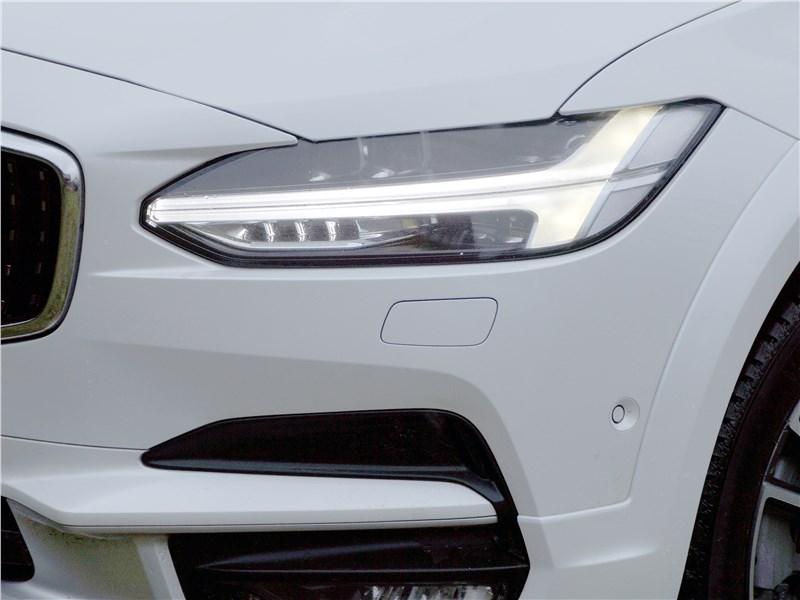 Volvo V90 Cross Country 2017 передняя фара