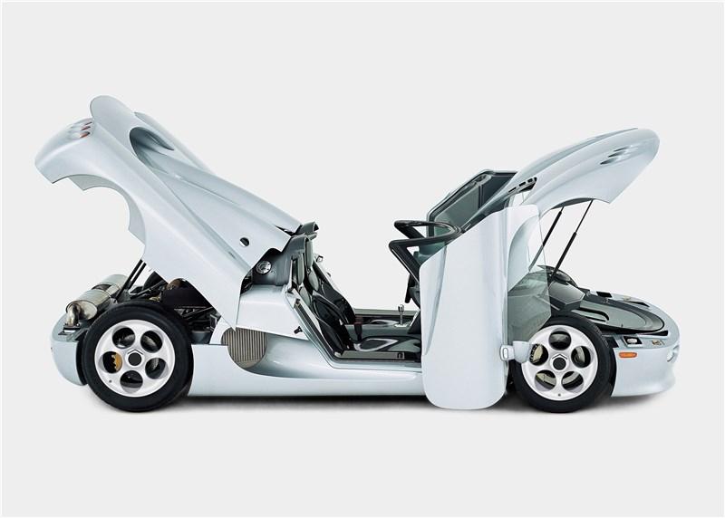 Koenigsegg CC 1998 вид в профиль с открытыми дверями и капотом