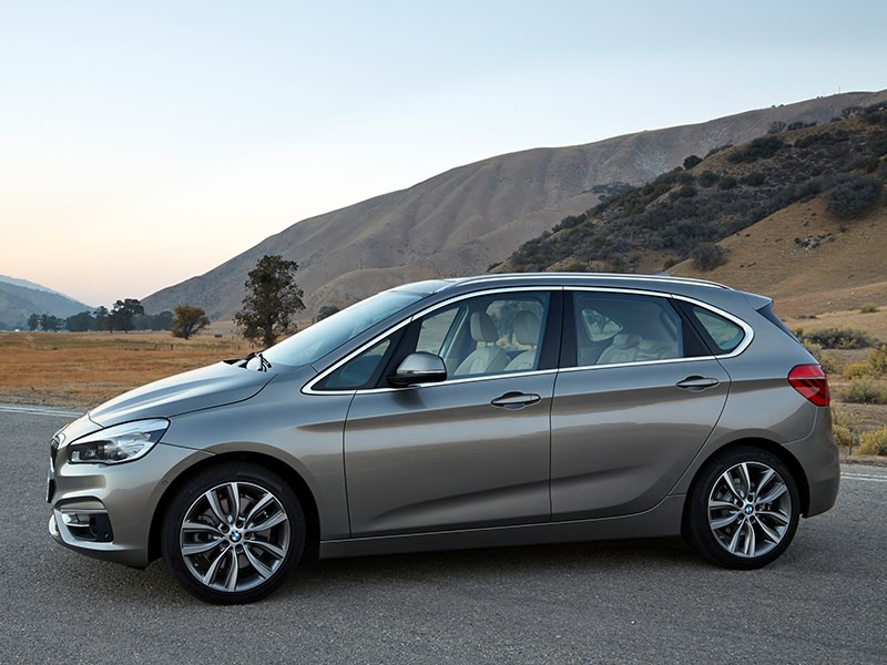 BMW 2 Series Active Tourer 2014 вид сбоку фото 3