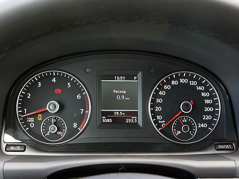 Volkswagen Touran 2011 приборная панель