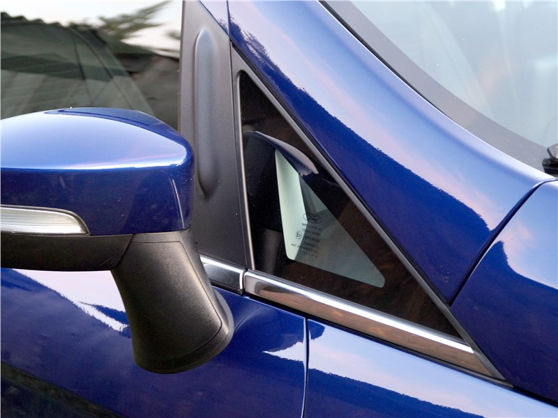 Ford EcoSport 2018 окошки-треугольники