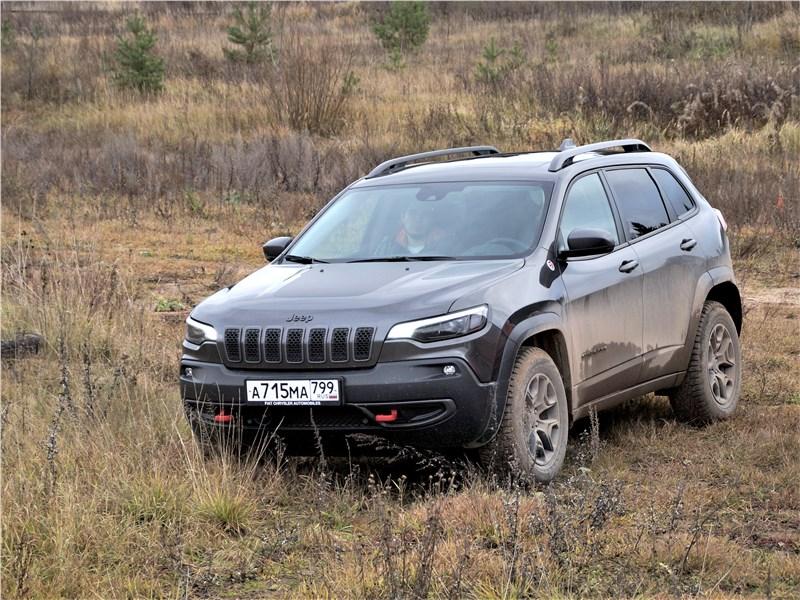 Jeep Cherokee 2019 вид спереди сбоку