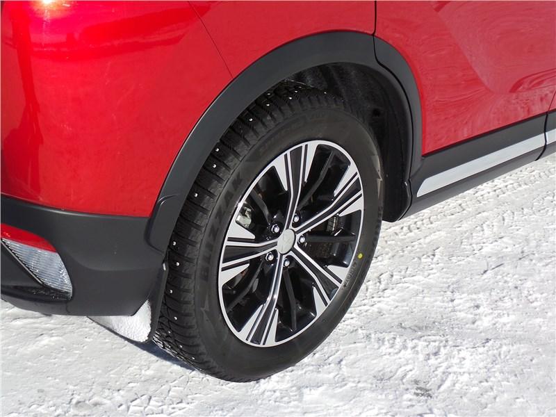 Mitsubishi Eclipse Cross 2018 заднее колесо