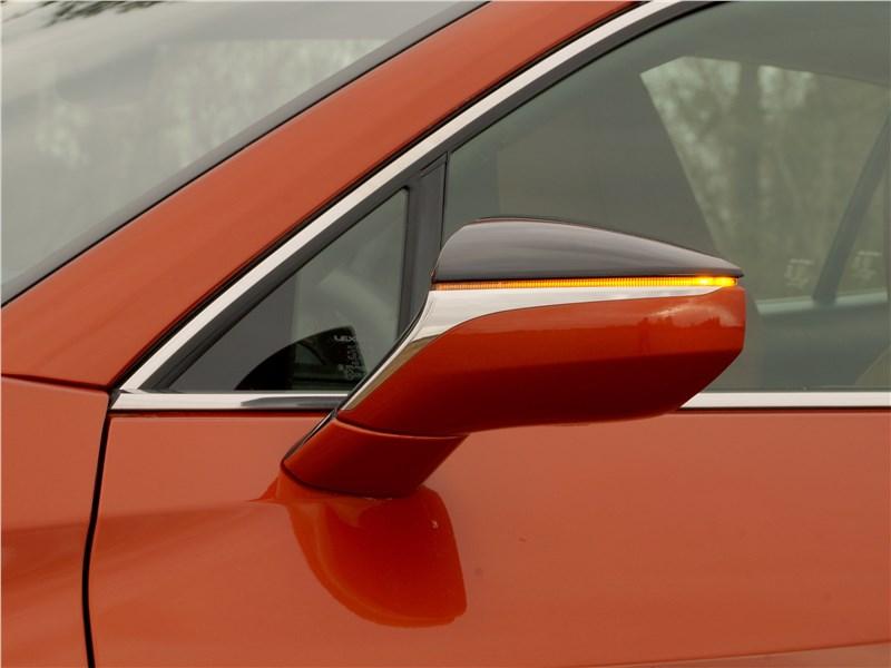 Lexus UX 200 2019 боковое зеркало