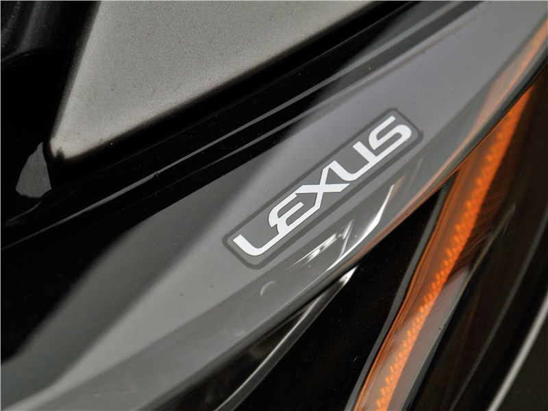 Lexus LS 500 2018 передняя фара