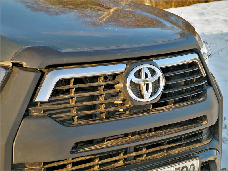 Toyota Hilux (2021) решетка радиатора