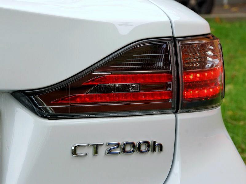 Lexus CT 200h 2011 задний фонарь