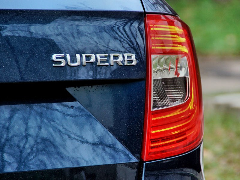 Skoda Superb Combi 2013 задний фонарь