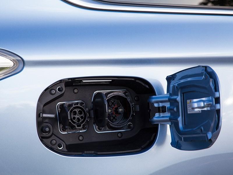 Mitsubishi Outlander PHEV 2014 разъемы для подключения зарядных устройств