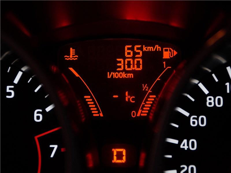 Nissan Juke 2015 приборная панель