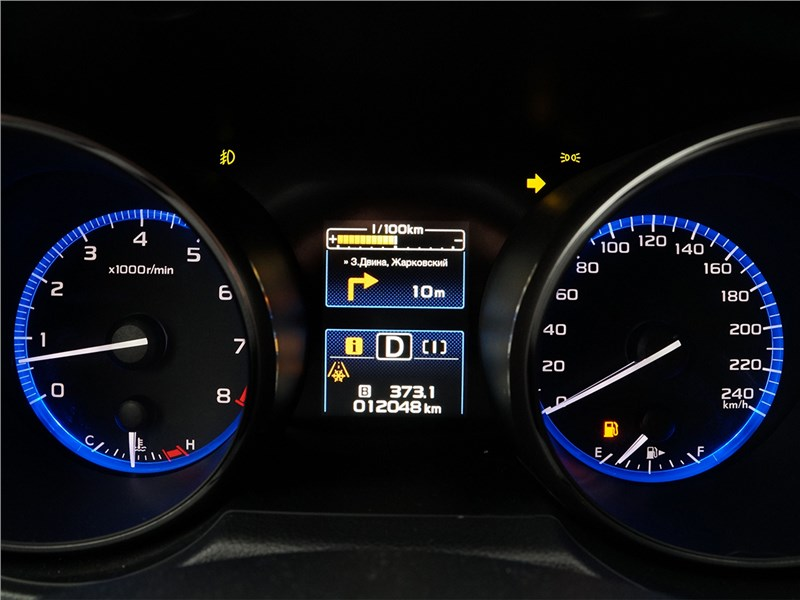 Subaru Outback 2015 приборная панель