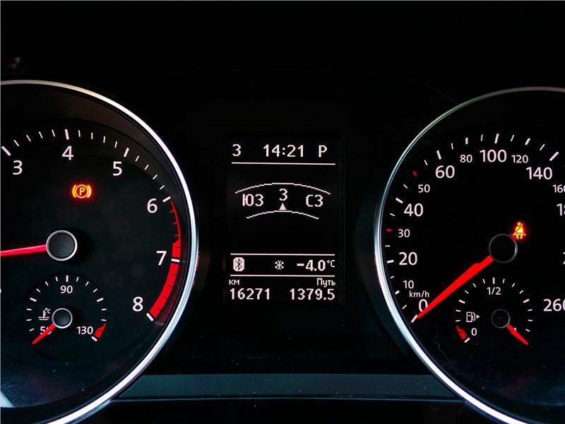 Volkswagen Jetta 2015 приборная панель