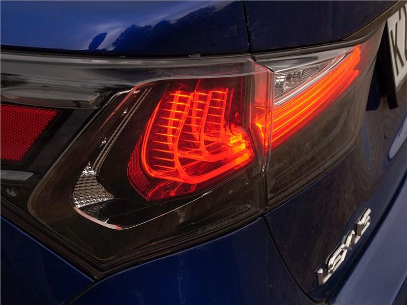 Lexus GS F 2016 задний фонарь