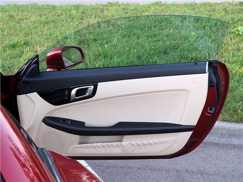 Mercedes-Benz SLC 2017 дверь