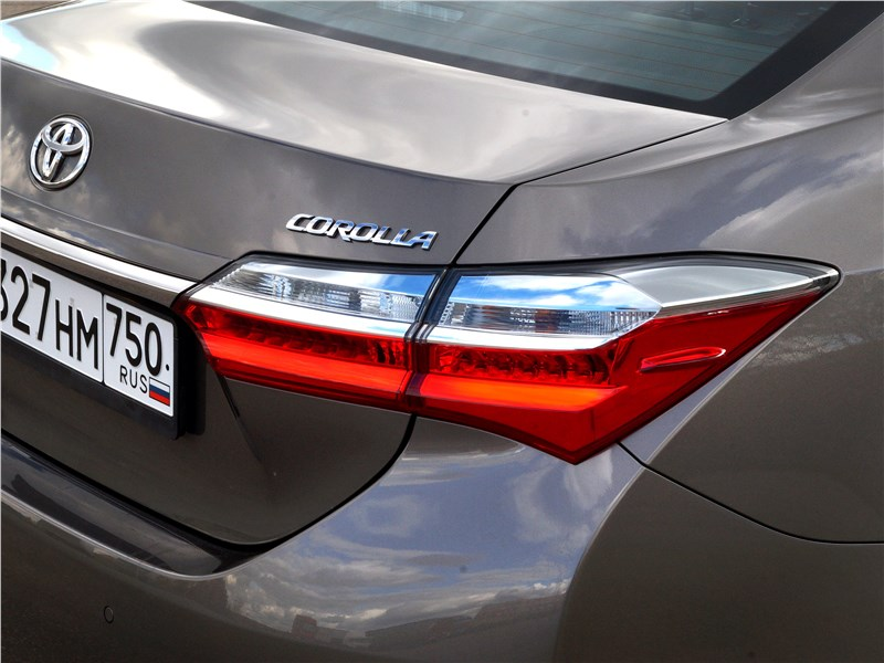 Toyota Corolla 2017 задний фонарь