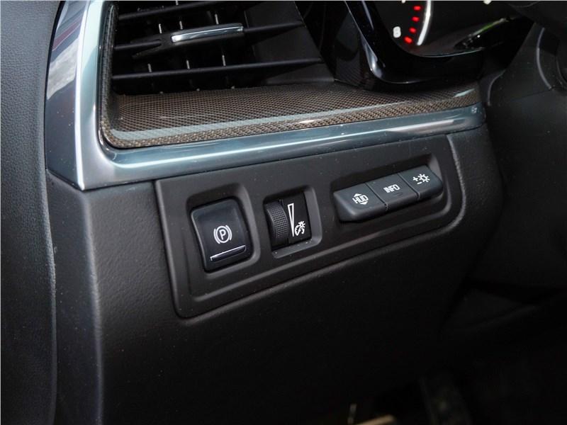 Cadillac XT5 2017 кнопка включения стояночного тормоза