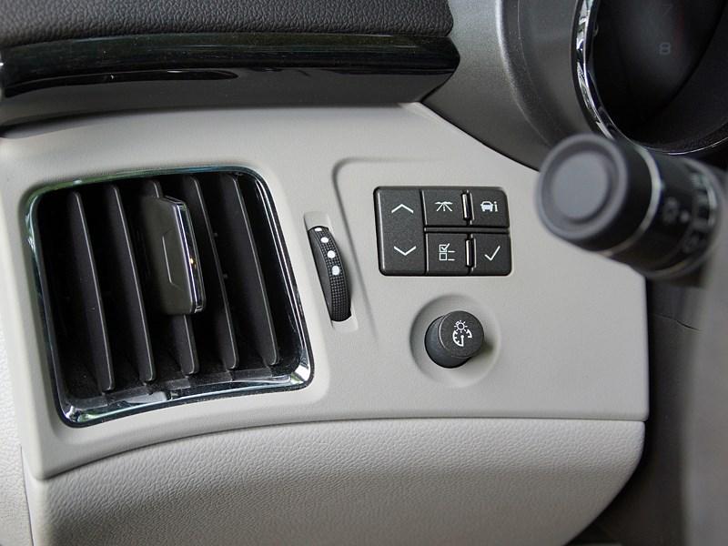 Cadillac CTS-V 2009 кнопки управления борткомпьютером