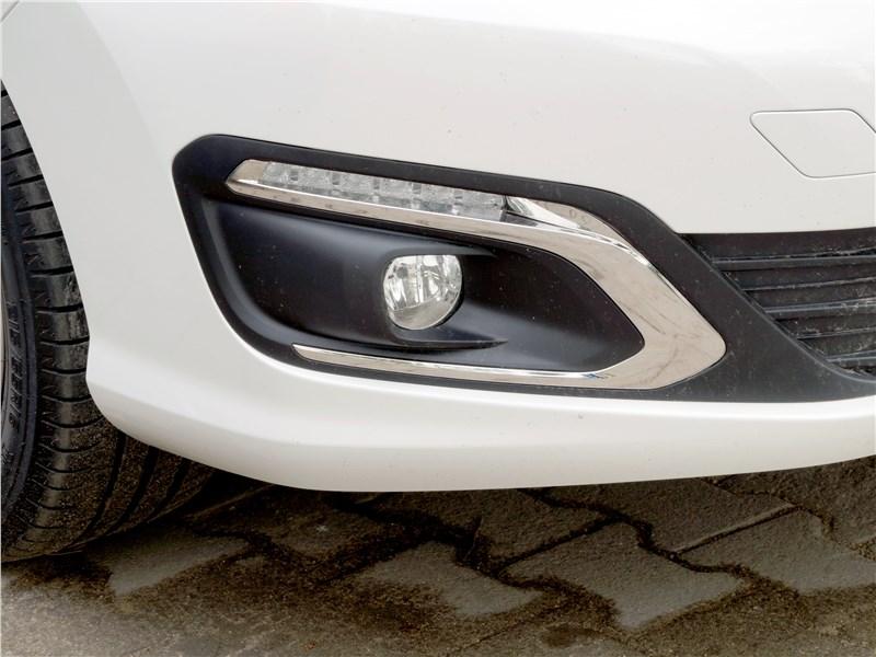 Peugeot 408 2017 противотуманка