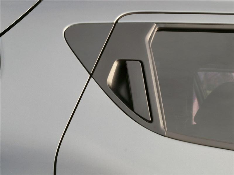 Nissan Juke 2017 «скрытые» ручки задних дверей