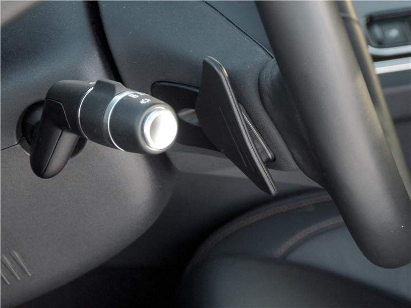 Jaguar F-Pace 2018 лепестки ручного выбора передач