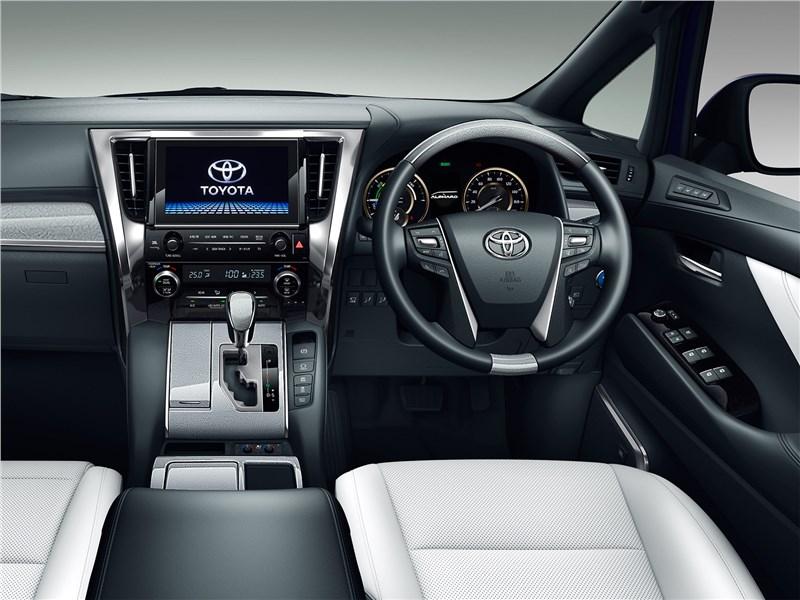 Toyota Alphard 2018 водительское место