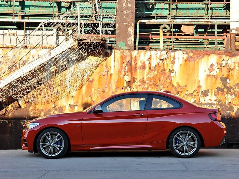 BMW 2 Series 2013 вид сбоку красная