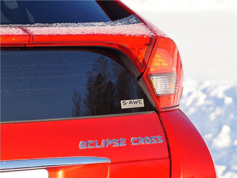 Mitsubishi Eclipse Cross 2018 задний фонарь