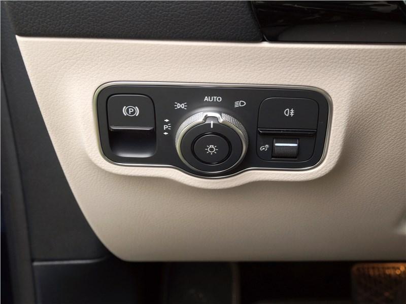 Mercedes-Benz B-Class 2019 управление внешними световыми приборами
