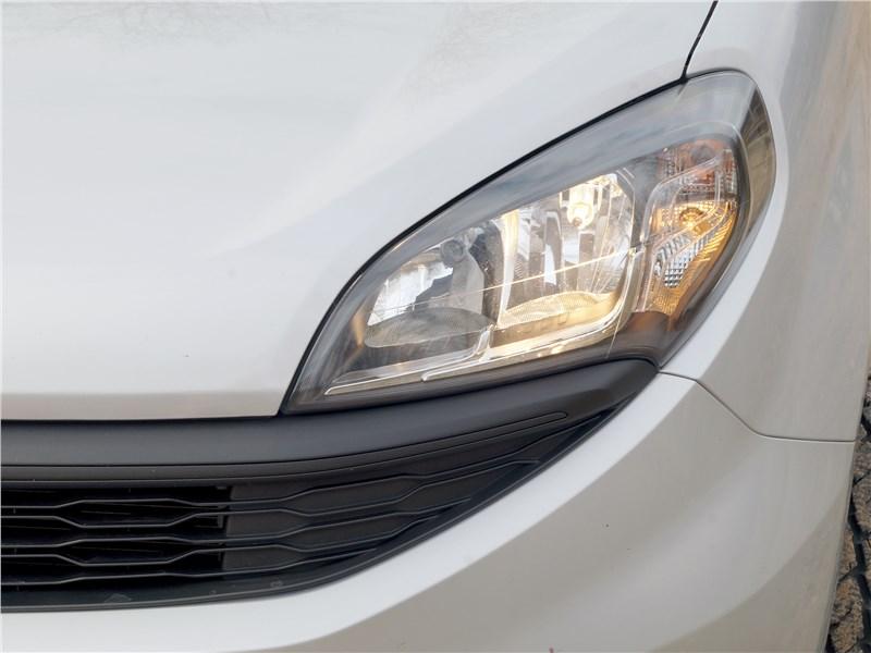 Fiat Doblo 2015 передняя фара