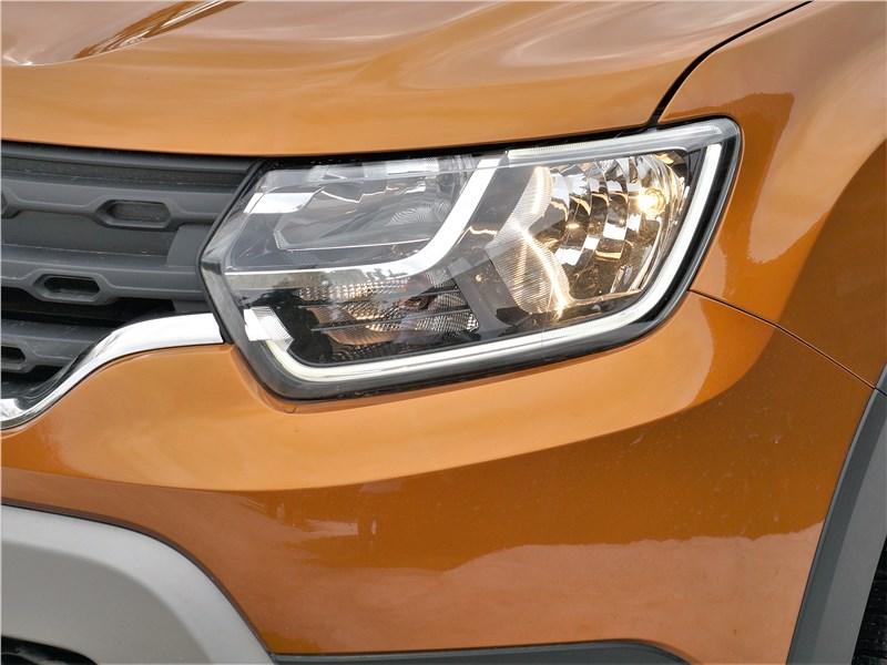 Renault Duster (2021) передняя фара