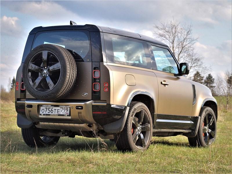 Land Rover Defender 90 (2020) вид сзади