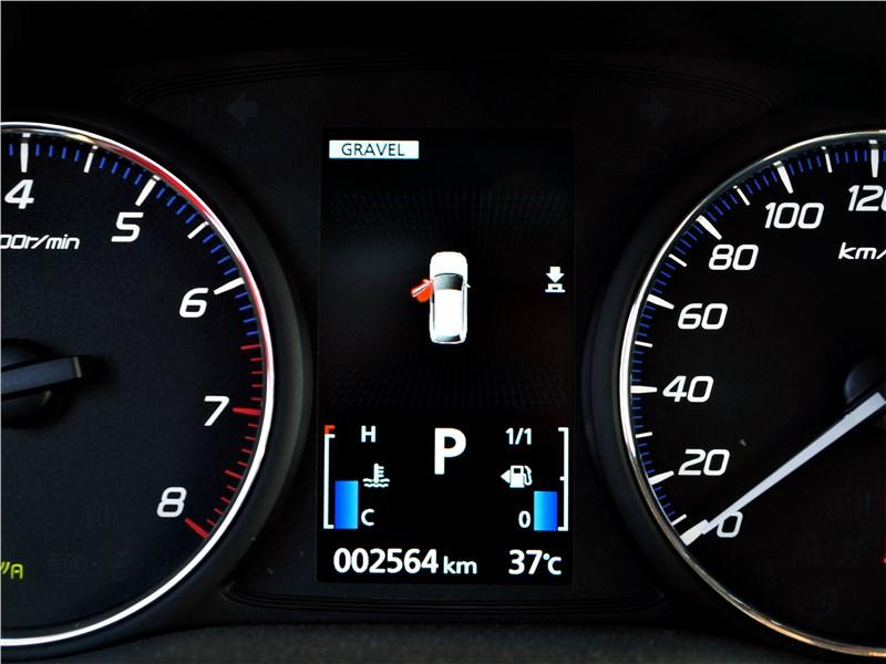 Mitsubishi Outlander (2021) приборная панель