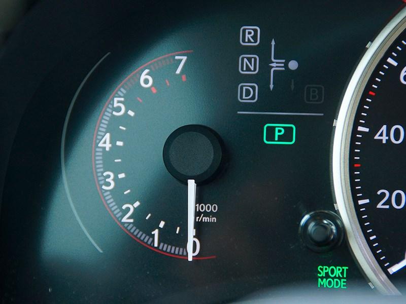 Lexus CT 200h 2014 приборная панель фото 2