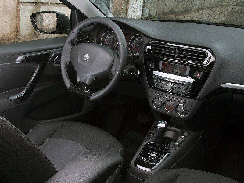 Peugeot 301 2013 водительское место