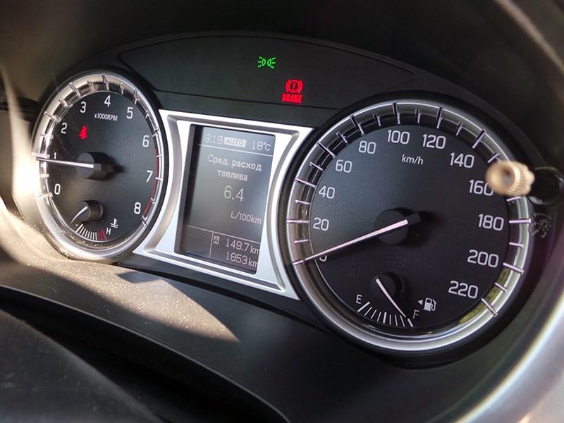 Suzuki Vitara 2015 приборная панель