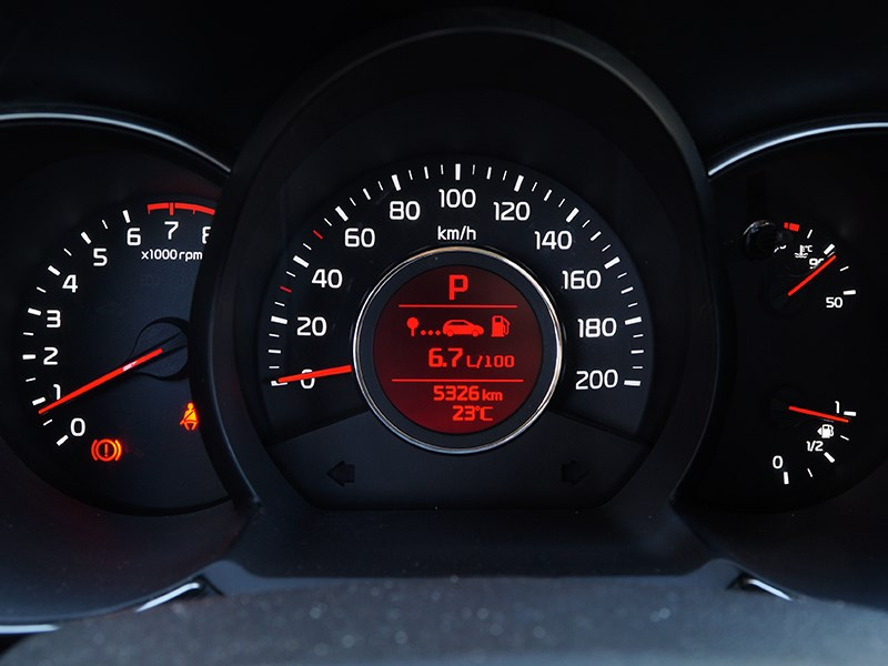 Kia Picanto 2015 приборная панель