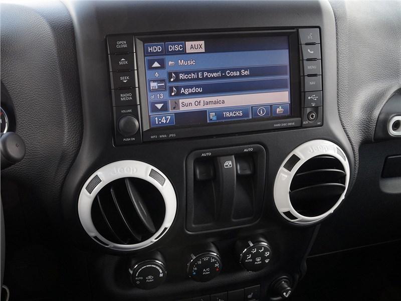 Jeep Wrangler 2007 монитор