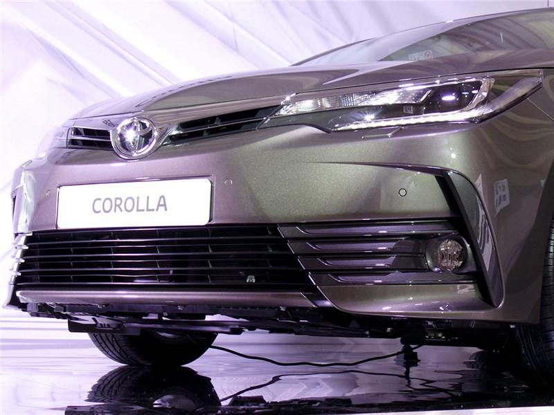 Toyota Corolla 2017 передний бампер