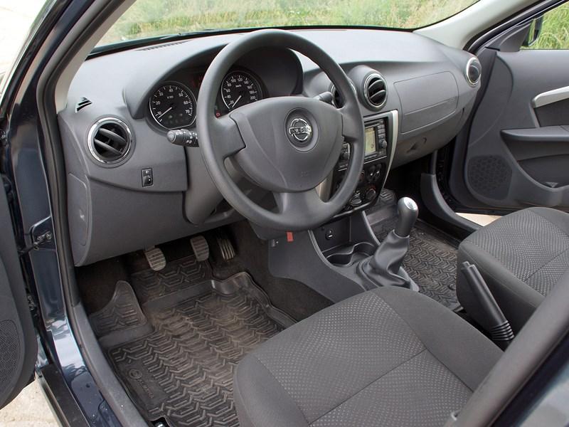 Nissan Almera 2013 водительское место