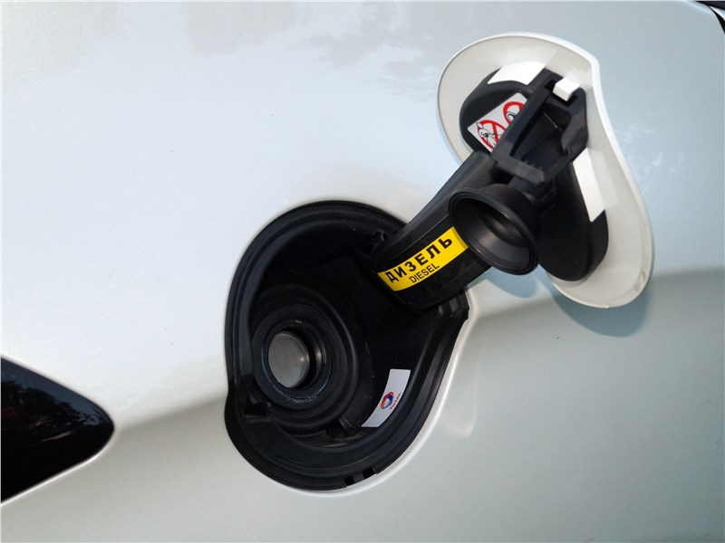 DS4 Crossback 2016 горловина топливного бака