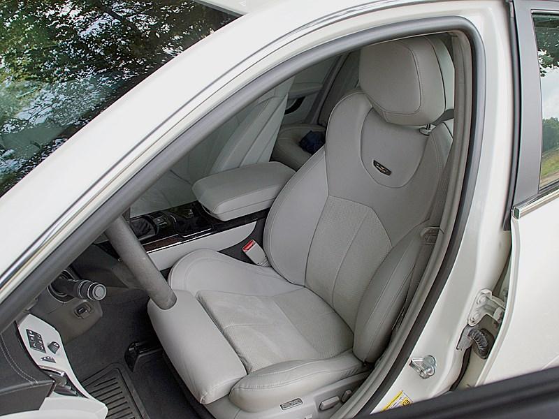 Cadillac CTS-V 2009 водительское кресло