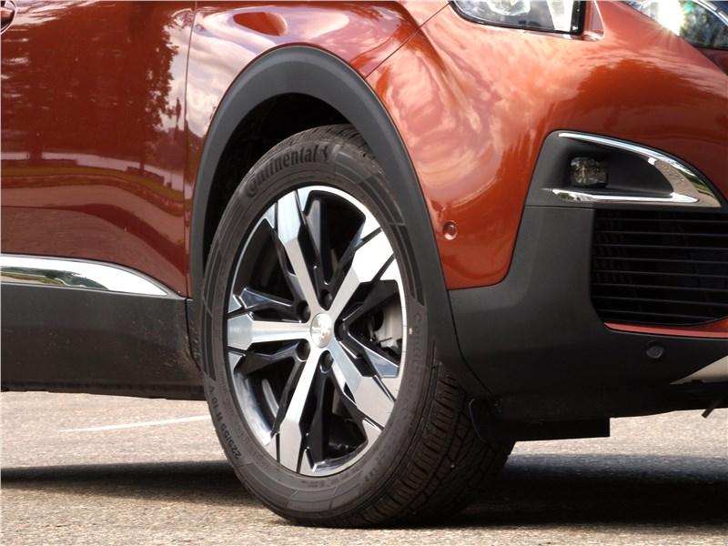 Peugeot 3008 2017 переднее колесо