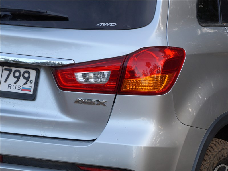 Mitsubishi ASX 2017 задний фонарь