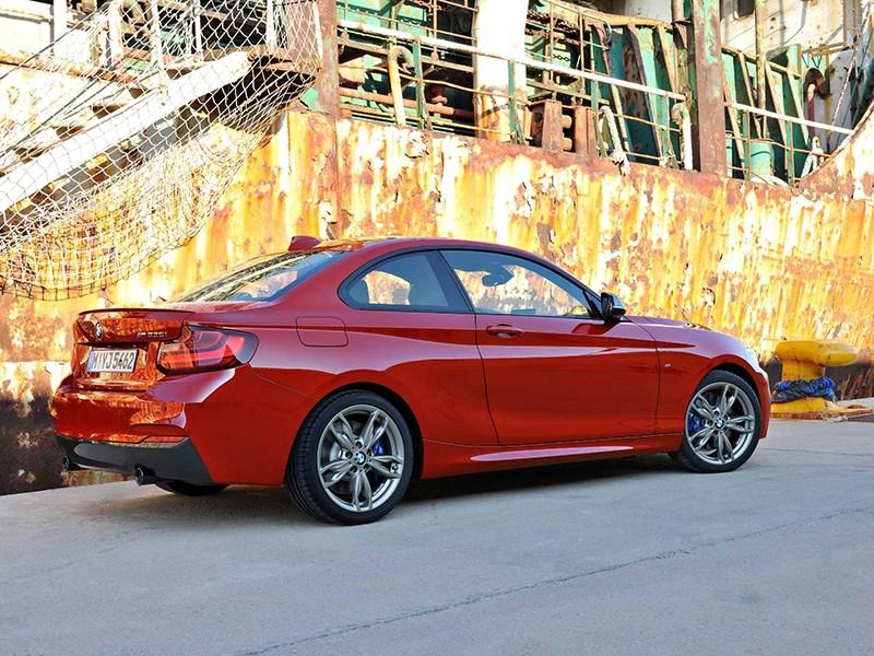 BMW 2 Series 2013 вид сзади красная фото 2