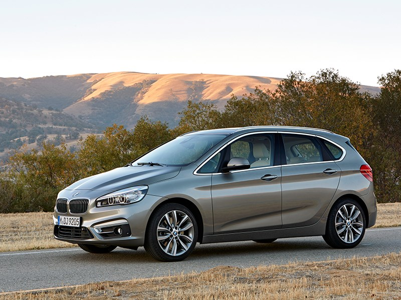 BMW 2 Series Active Tourer 2014 вид сбоку фото 4