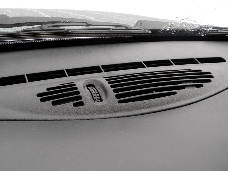 Chevrolet NIVA 2009 дефлектор под ветровым стеклом